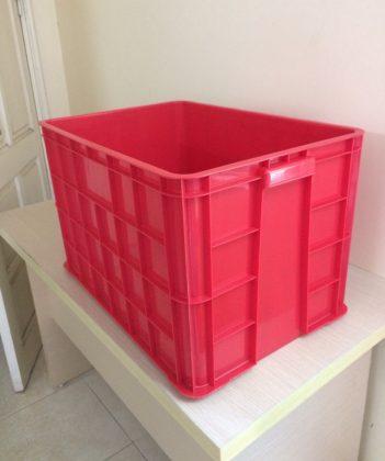Thùng nhựa đặc Hs026, kt: 610x420x390 mm. Màu đỏ nhìn trực diện