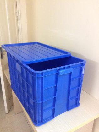 Thùng nhựa đặc HS026 màu xanh dương kèm nắp. KT: 610*420*390 mm