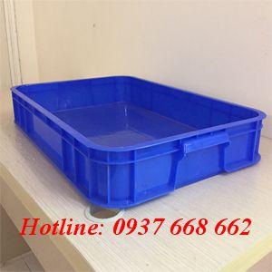 Thùng nhựa đặc Hs007. màu xanh dương. Kích thước: 610*420*150 mm.
