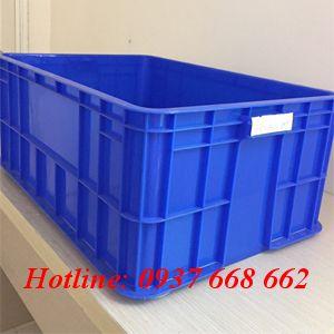 Thùng nhựa đặc Hs017. Kích thước: 610x420x250 mm.