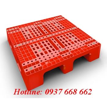 Pallet nhựa PL06LK. Kích thước: 1100x1100x150 mm. Màu đỏ