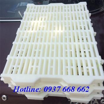 Bán tầm sàn nhựa 40x55 màu trắng