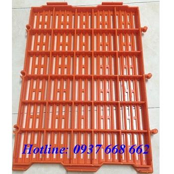 Mặt đáy sàn nhựa 40x55 màu cam. Kích thước: 400x500x30 mm