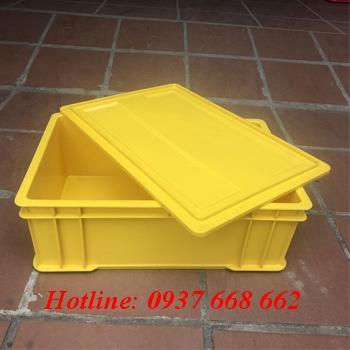 Thùng nhựa có nắp B4. Màu vàng